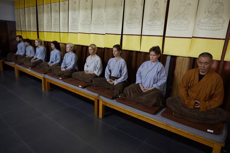 Обучение медитации в специальном зале Шаолиня для медитации, июль 2016